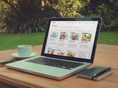 przykładowa strona internetowa na ekranie laptopa